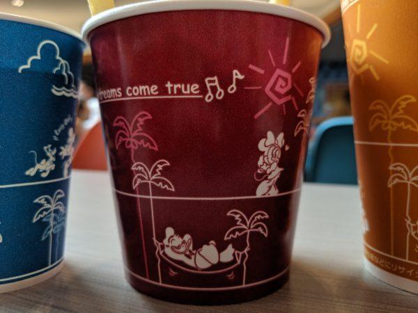 三色のカップの写真