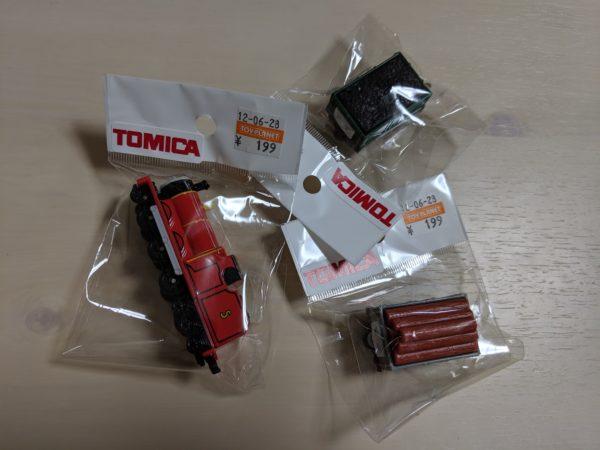 トーマスシリーズのトミカ3つ開封前写真