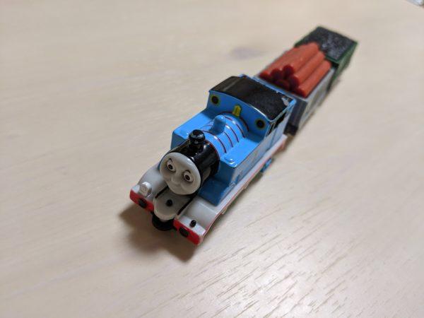 トミカの貨車をトーマスと繋げてみた写真