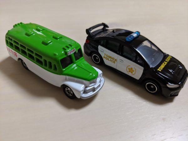 WRX STI TypeS トミカタウンパトロールカーといすゞボンネットバスの写真