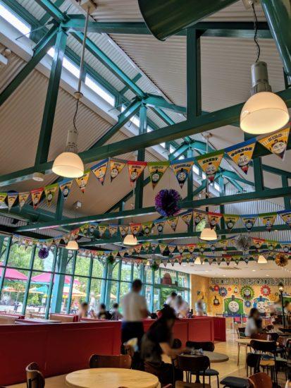 トーマスレストラン内部の写真